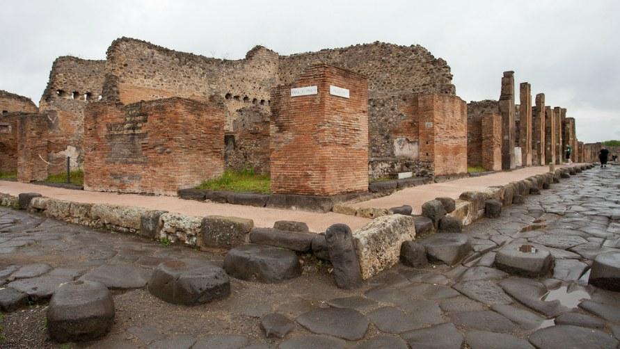 Экскурсия в Помпеи.