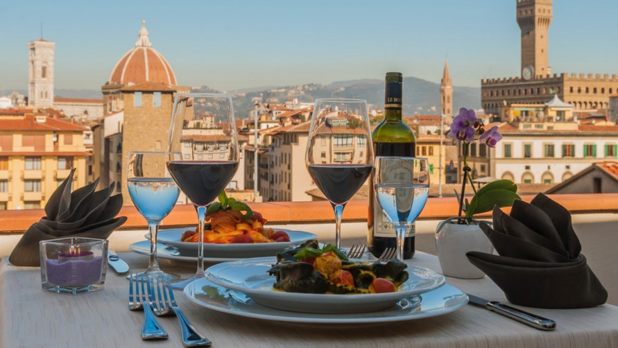 Ужин с видом на город.