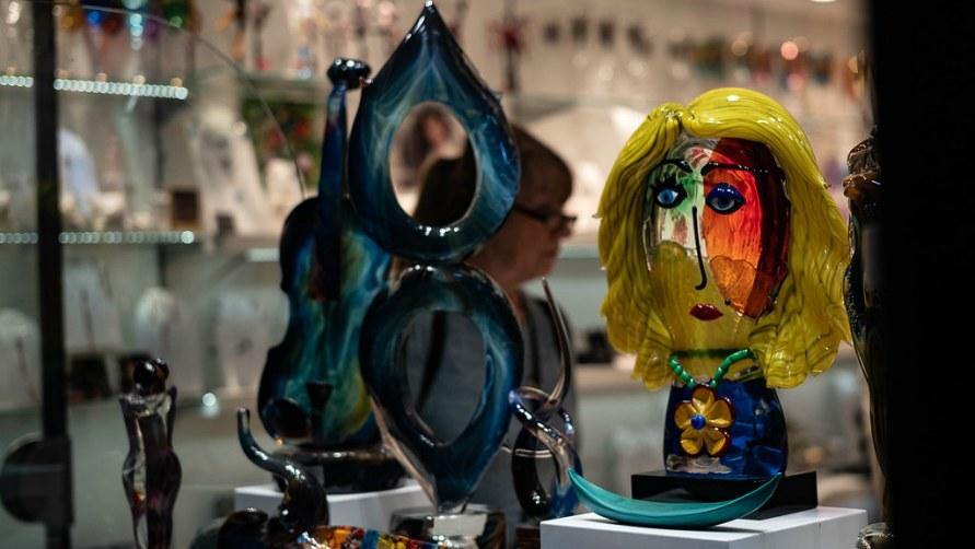 Сувениры из стекла.