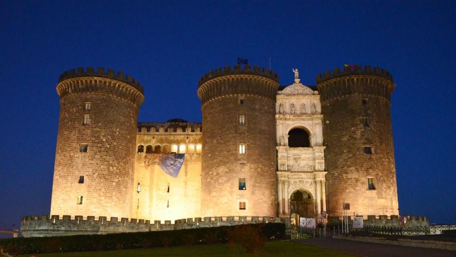 Замок в Неаполе.