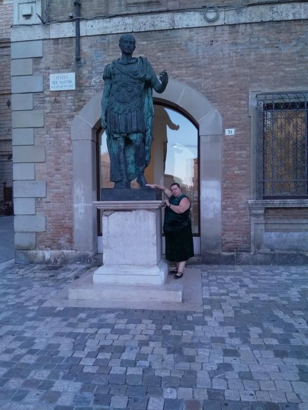 Памятник Цезарю.